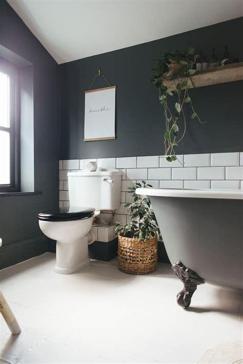 choosing  light  dark bathroom colour scheme