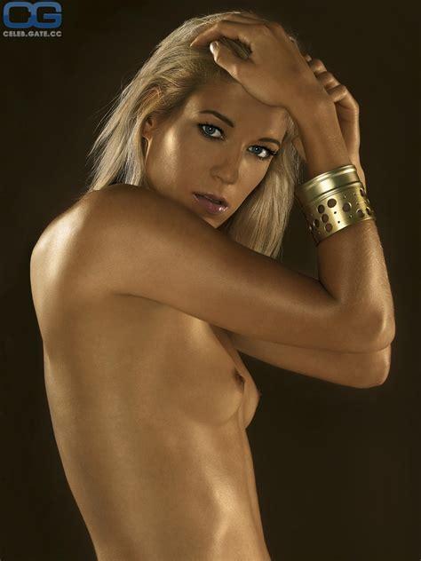 Katharina Wandrowsky  nackt