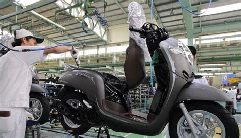 honda scoopy edisi hut ke 8 diluncurkan harga rp 18 5 juta otomotif tempo co