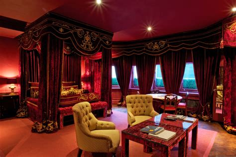 red bedrooms   ignite  passion   bold