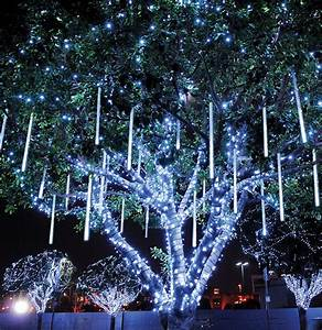 Outdoor lighting perspectives for Lighting outdoor trees for xmas