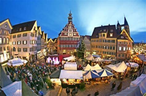 in esslingen weihnachtsmarkt in esslingen mittelalterliches treiben unter led lichtern landkreis esslingen