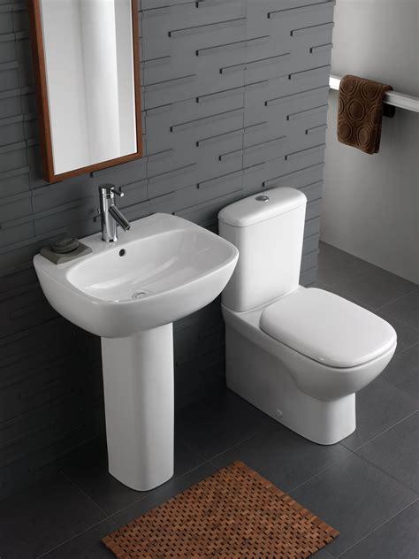 twyford moda rimfree close coupled   wall wc pan
