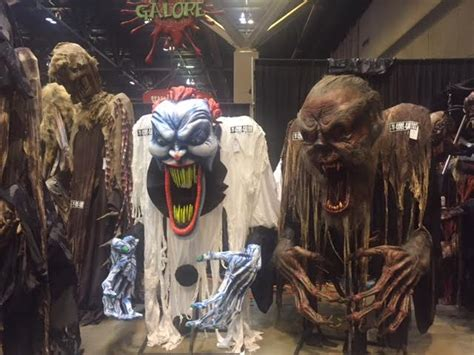 transworlds halloween attractions show  huge hit