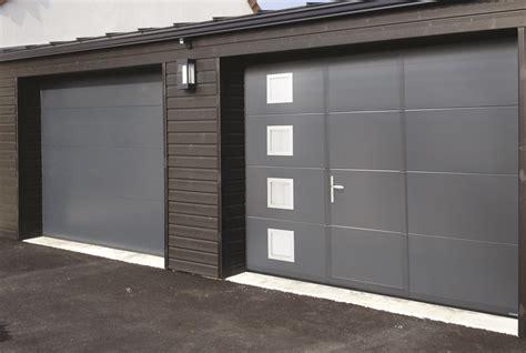 porte de garage sectionnelle avec portillon la toulousaine