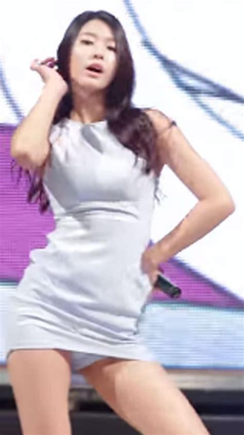 강남1970 설현 다리 사이로 보이는 흰 속옷에 깜짝 연예