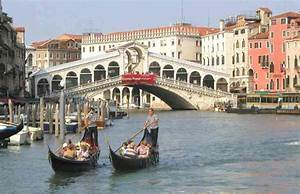 All About The Famous Places  Venice Italy Gondola New Pictures
