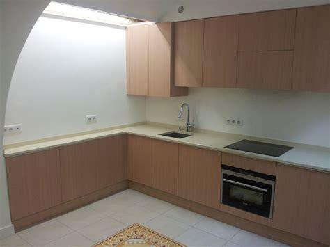 hauteur cr馘ence cuisine pose d une credence cuisine 28 images cuisine installation meubles fa 239 ence 233