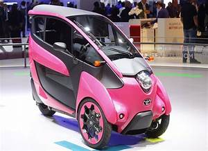 Automobile Paris : a three wheel design and ultra compact toyota i road electric car is displayed on media day at ~ Gottalentnigeria.com Avis de Voitures