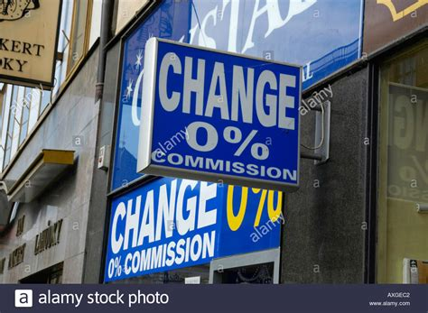 bureau de change op駻a sans commission bureau change sans commission 28 images no commission stock photos no commission stock images alamy bureau de change 0 commission