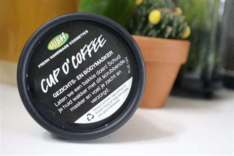 But you can learn how to make this face mask using ingredients probably already in your kitchen. MASK MONDAY | Cup O'Coffee Gezichts-en Bodymasker van Lush | Momambition.nl