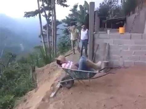 quand on fait la sieste sur un chantier on est jamais tranquille