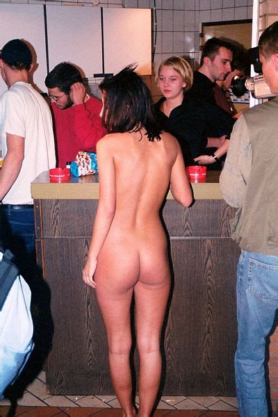 Flashing Nude Girls In Group Bunch Showing Their Ass And
