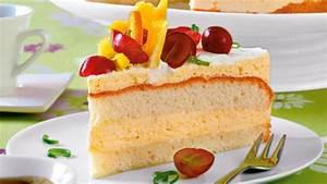 Bild Mit Geburtsdaten : biskuit torte mit vanillesahne ~ Frokenaadalensverden.com Haus und Dekorationen