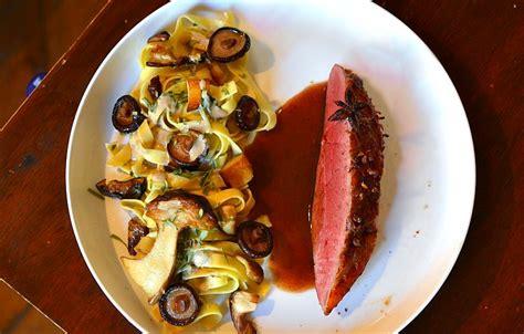 recette de cuisine de chef étoilé magret de canard aux épices douces et tagliatelles forestière