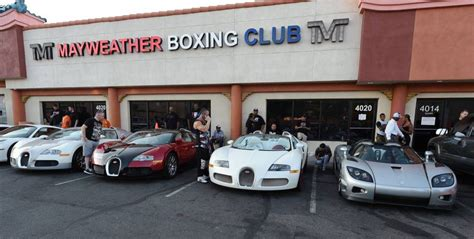 mayweather money cars floyd mayweather shows off his new koenigsegg alongside