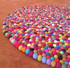 Teppich Filzen Anleitung : die besten 25 filzkugel teppich ideen auf pinterest ~ Lizthompson.info Haus und Dekorationen