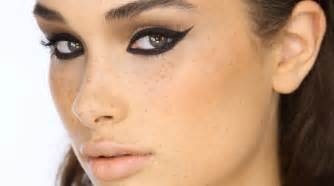 how to do cat eyeliner dramatic black cat eye liner makeup tutorial