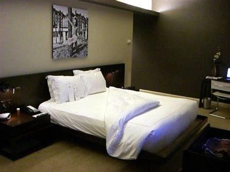 men bedroom decorating  styllish mens bedroom