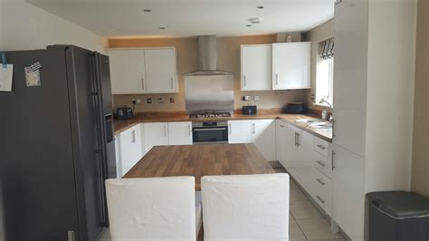 symphony white gloss kitchen  laminate oak block
