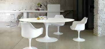 Copie Chaise Tulipe Saarinen by The Bloom That Doesn T Fade Saarinen S Tulip Table And Chairs