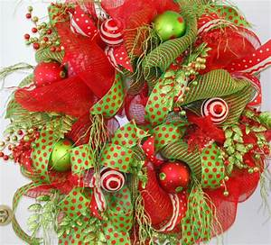 CHRISTMAS WREATHS DECORATING