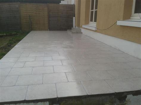 nivrem pose terrasse bois sur chape beton diverses id 233 es de conception de patio en bois