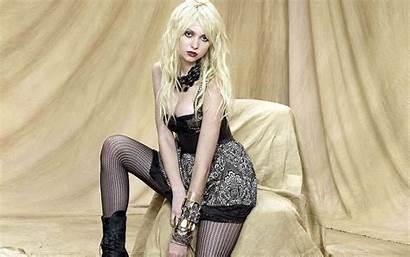 Momsen Taylor Blonde Babe Hard Singer Pretty