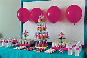 Comment faire la decoration pour fete anniversaire for Salle de bain design avec décoration de table pour anniversaire 20 ans