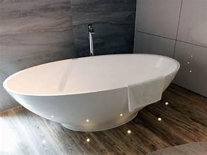 Freistehende badewanne barletta aus mineralguss wei for Freistehende badewanne mineralguss