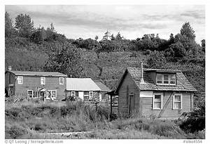 Black and White Picture/Photo: Old wooden houses in ...