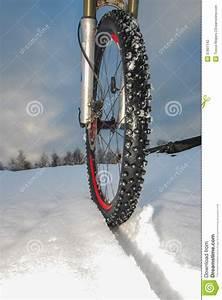 Pneu D Hiver : pneu d 39 hiver de v lo de montagne photo stock image du ~ Mglfilm.com Idées de Décoration