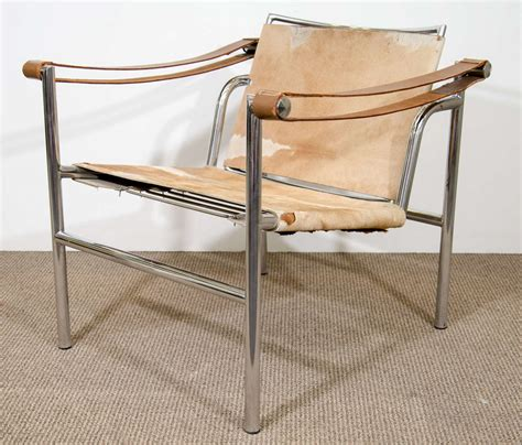 mid century le corbusier sling chair in hide at 1stdibs