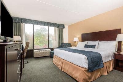 Days Hotel Williamsburg Busch Gardens Area Williamsburg Va by Wyndham Willamsburg Williamsburg Va Booking