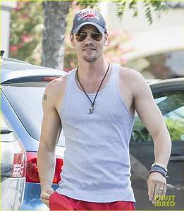 Chad Michael Murray Bares His Muscles in a Tank Top: Photo ...