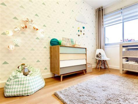 amenager chambre parents avec bebe un papier peint pastel et géométrique fil conducteur de