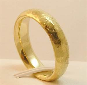 Comfort fit ring vs flat fit wedding bands for comfort for Wedding ring fitters