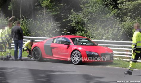 Barrier Audi by 2013 Audi R8 E Crashes Into Barrier At The N 252 Rburgring