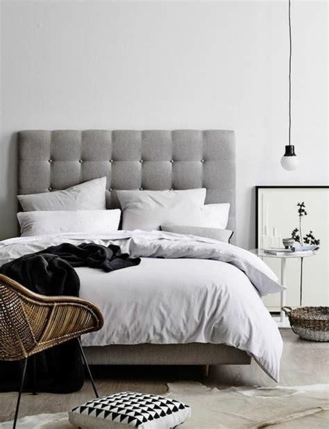tapisserie de chambre a coucher choisissez un lit en cuir pour bien meubler la chambre à