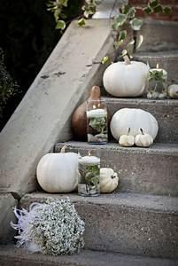 Kürbis Deko Draußen : wei e herbst dekoration kerzen k rbisse treppen strau elegant halloween ralf geb herbst ~ Watch28wear.com Haus und Dekorationen