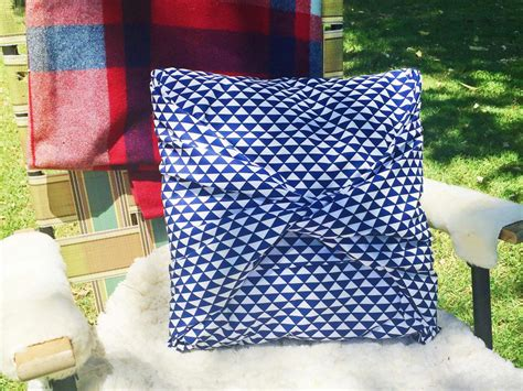 No Sew Cushion Covers Sofa by How To Make A No Sew Pillow Cover Hgtv