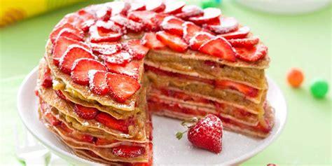 mag cuisine gâteau de crêpes fraises rhubarbe recettes femme actuelle