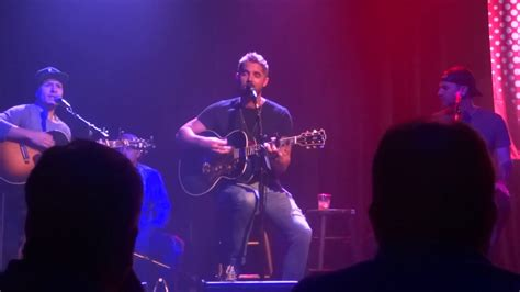 "Brett Young Sings ""left Side Of Leavin'"" At The Kat Jam"