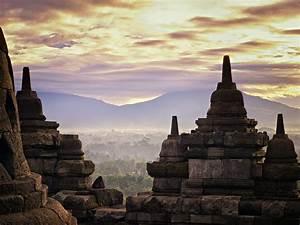 Central, Java, Travel