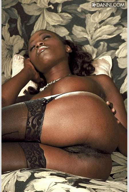 Naked black girl shows us her good ass and pussy | Ebony Sex Pictures