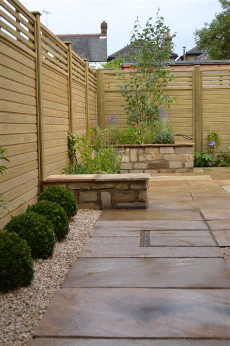Small Trellis Fence by 25 Best Ideas About Small Courtyard Gardens On