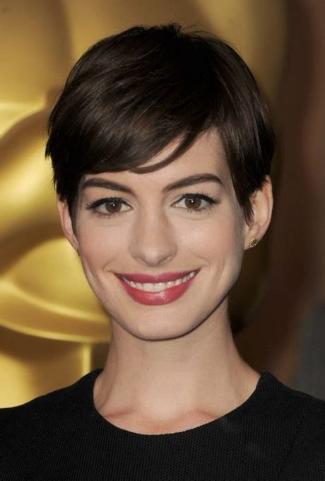 cortes de cabello corto  mujer modernos