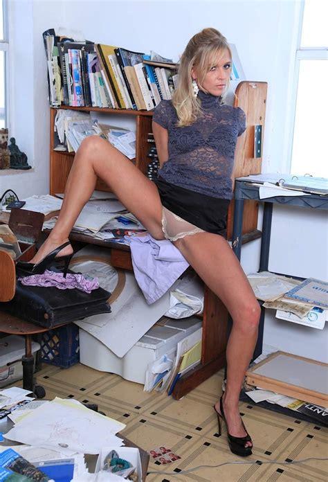 Mature Blonde Spreading Her Long Beautiful Legs BlackBoxxx