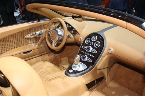 bugatti sedan interior bugatti veyron 2014 interior www imgkid com the image