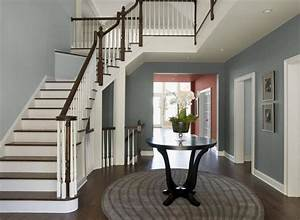 deco entree maison cage d39escalier et couloir en 32 idees With kitchen colors with white cabinets with papier fibre de verre